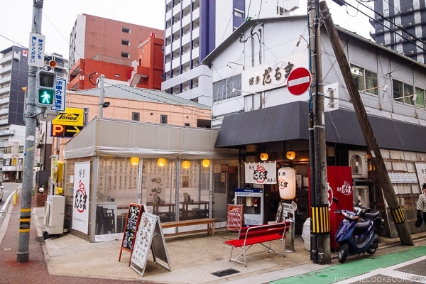 exterior of Hakata Daruma Ramen - Fukuoka Travel Guide | justonecookbook.com