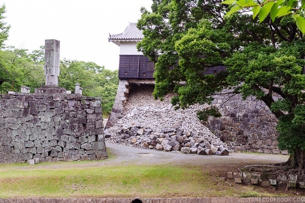 Kumamoto Castle wall ruined by earthquake - Kumamoto Travel Guide | justonecookbook.com