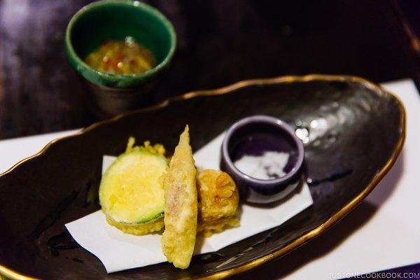 vegetable tempura at Shinmei-kan 山の宿 新明館 Kurokawa Onsen Travel Guide   justonecookbook.com