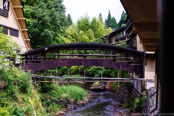 pedestrian bridge at Shinmei-kan 山の宿 新明館 Kurokawa Onsen Travel Guide | justonecookbook.com