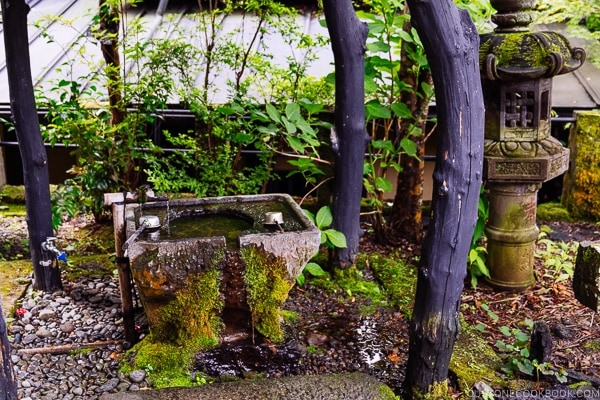 Purification fountain - Kurokawa Jizoson 黒川地蔵尊 - - Kurokawa Travel Guide | justonecookbook.com