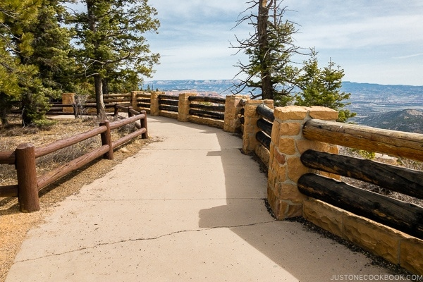 viewing area at Farview Point - Bryce Canyon National Park Travel Guide | justonecookbook.com