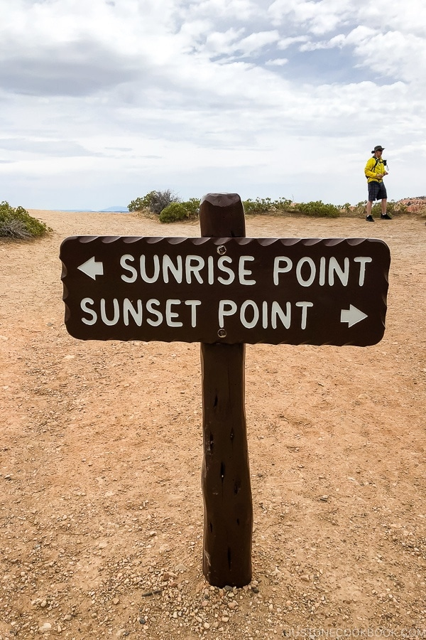 sign pointing to Sunrise Point and Sunset Point - Bryce Canyon National Park Travel Guide | justonecookbook.com