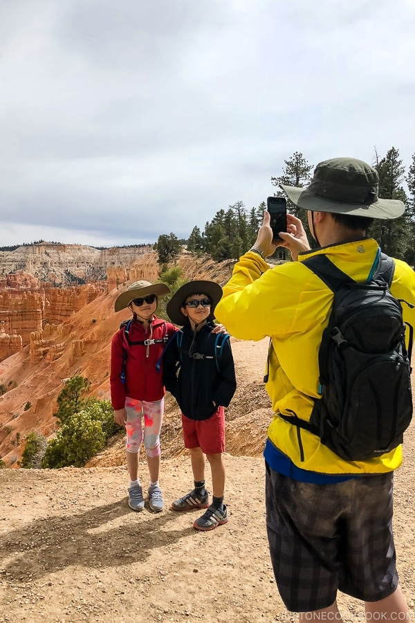 Mr. JOC taking picture of children on the rim trail near Bryce Canyon Lodge - Bryce Canyon National Park Travel Guide | justonecookbook.com