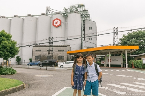 children in front of Kikkoman Factory in Noda Japan | Kikkoman Factory Tour - justonecookbook.com