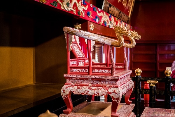 royal chair on display at Shuri Castle - Okinawa Travel Guide | justonecookbook.com