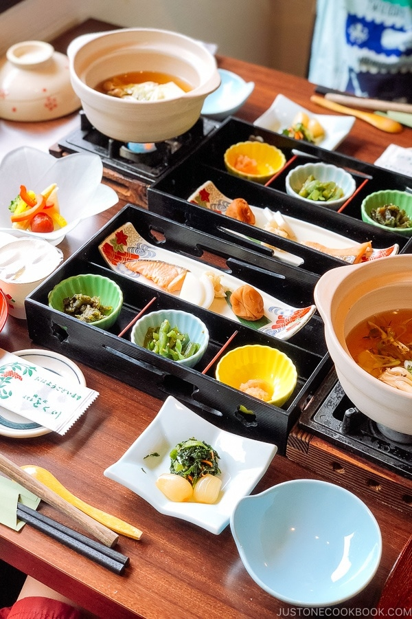 japanese dining etiquette essay Etiquette correct manners are very important among the japanese also as a foreigner in japan you should be familiar with at least the most basic rules chopsticks how to use japanese chopsticks dining out how to dine at a restaurant in japan.