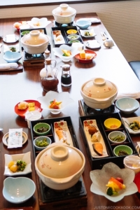 Japanese Dining Etiquette - Chopsticks: Do's/Don'ts | Easy Japanese Recipes at JustOneCookbook.com
