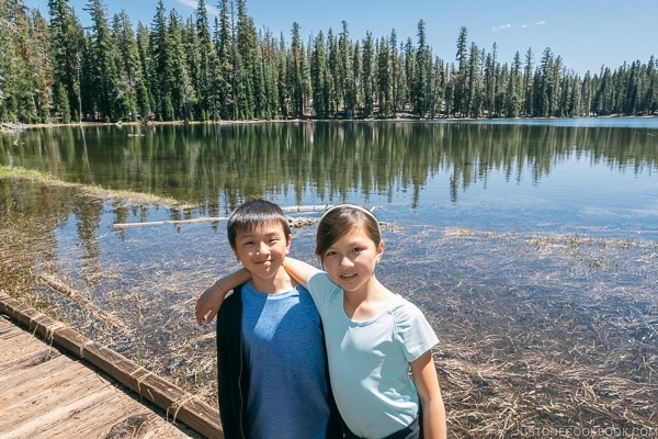 Just One Cookbook children at Summit Lake - Lassen Volcanic National Park Travel Guide | justonecookbook.com