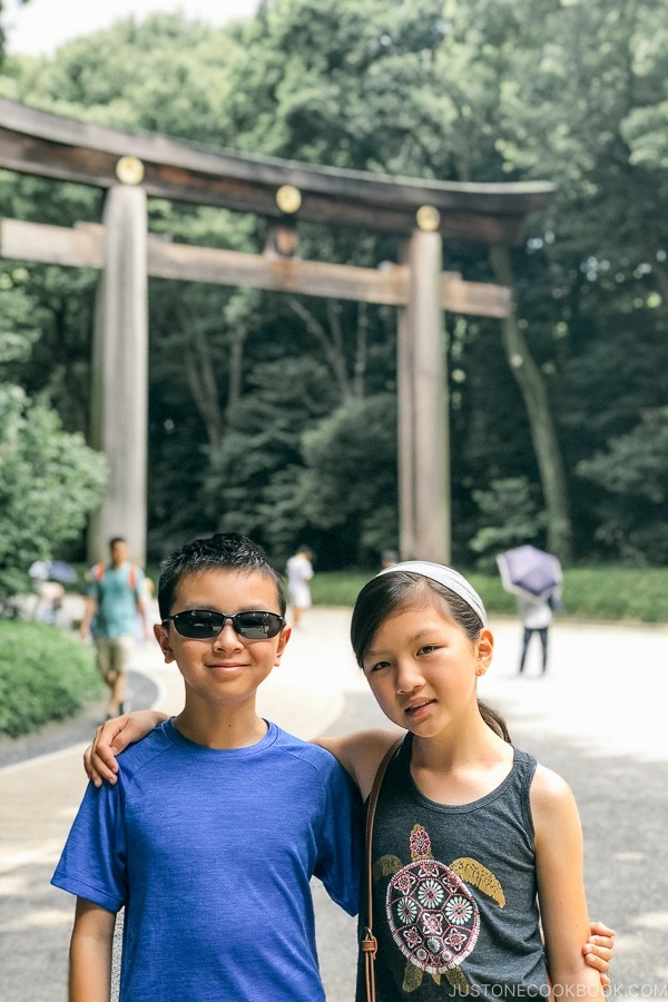 Just One Cookbook children in front of Otorii the grand shrine gate - Meiji Jingu Guide | justonecookbook.com