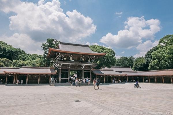 Meiji Jingu Minami Gate - Meiji Jingu Guide | justonecookbook.com