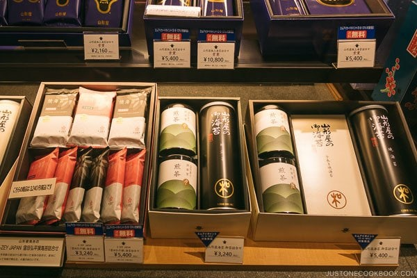 Nori seaweed shop at Shinjuku Isetan Food Floor - Shinjuku Travel Guide | justonecookbook.com
