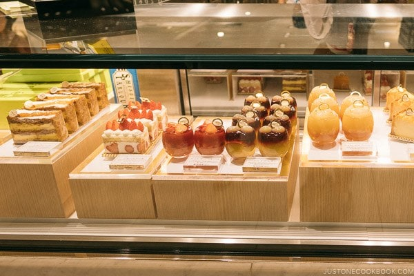 cake and sweets at Shinjuku Isetan Food Floor - Shinjuku Travel Guide | justonecookbook.com
