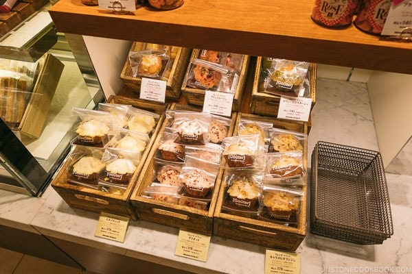 cookies and cake at Shinjuku Isetan Food Floor - Shinjuku Travel Guide | justonecookbook.com