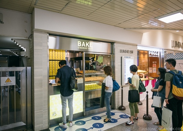 Bake Cheese Tart Lumine EST - Shinjuku Travel Guide | justonecookbook.com