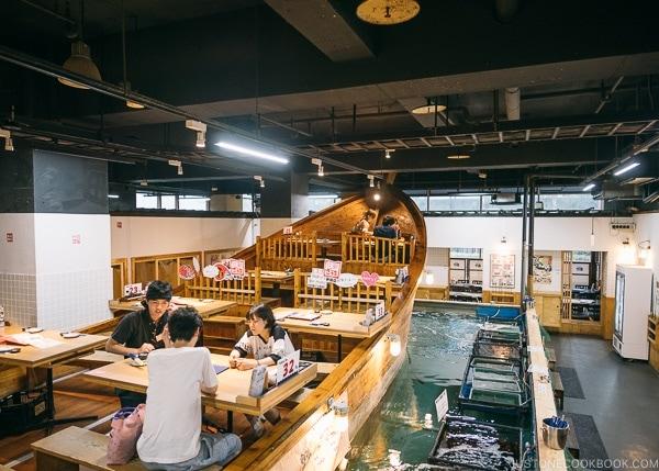 boat seating at Zauo Shinjuku ざうお新宿店 - Shinjuku Travel Guide | justonecookbook.com