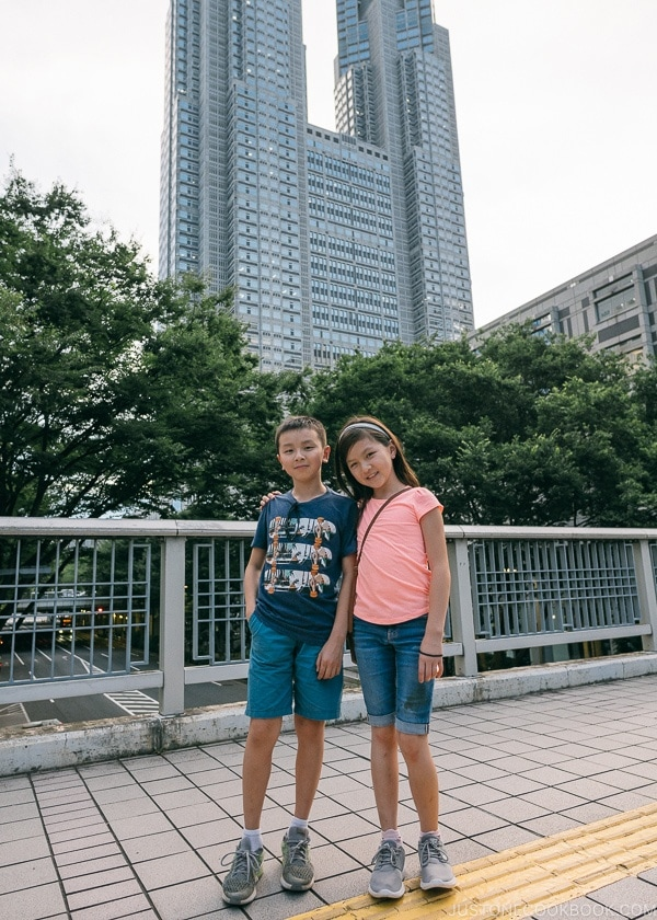 Just One Cookbook children in front of Tokyo Metropolitan Government Building - Shinjuku Travel Guide | justonecookbook.com