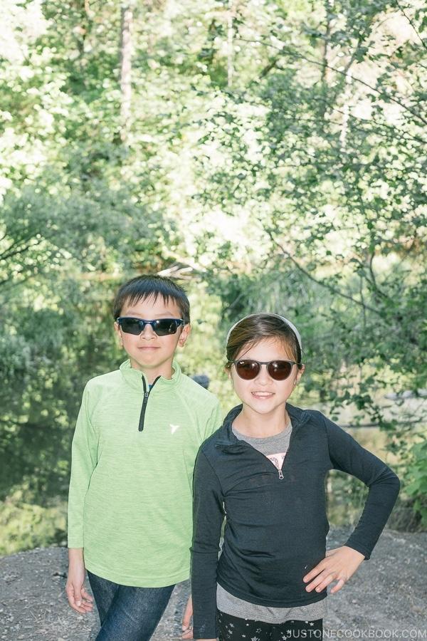 Just One Cookbook children at Lake Siskiyou - Mount Shasta Travel Guide | justonecookbook.com