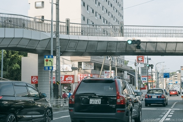 warning sign about hitting the car in front of you - Guide to Driving in Japan | www.justonecookbook.com
