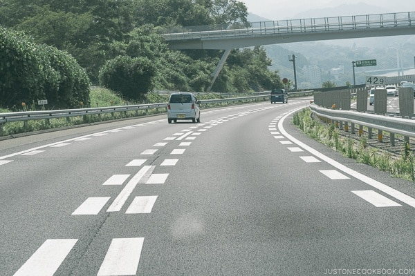 dashed lane dividers - Guide to Driving in Japan | www.justonecookbook.com