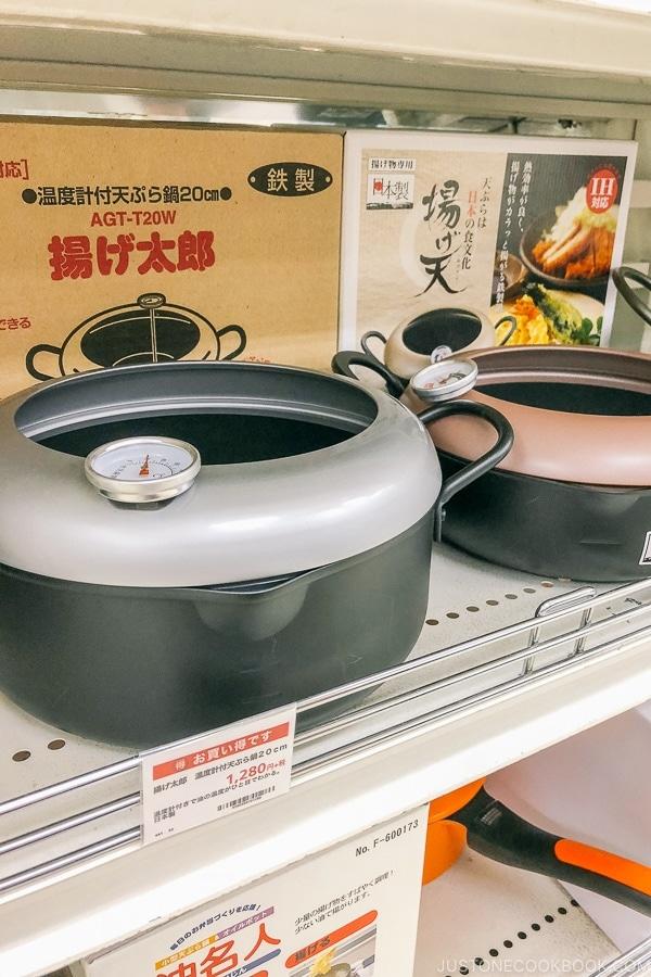 deep fry pots at Tokyu Hands - Tokyo Shibuya Travel Guide | www.justonecookbook.com