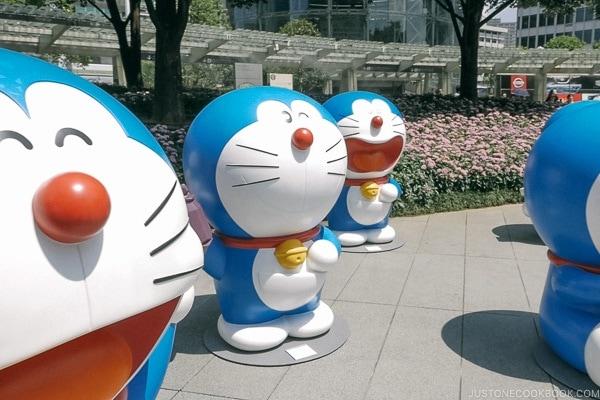 Doraemon Statue Tokyo Roppongi Travel Guide | www.justonecookbook.com
