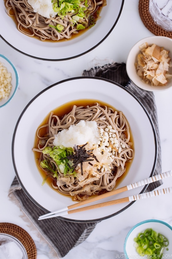 Oroshi soba served in dashi based sauce topped with grated daikon, bonito flakes, and scallion.