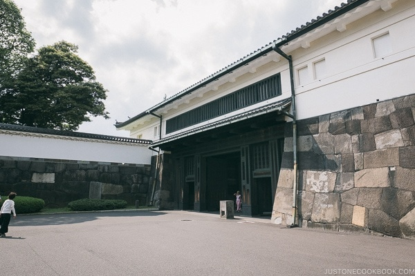 Ōte-mon Gate - The East Gardens of the Imperial Palace Guide | www.justonecookbook.com