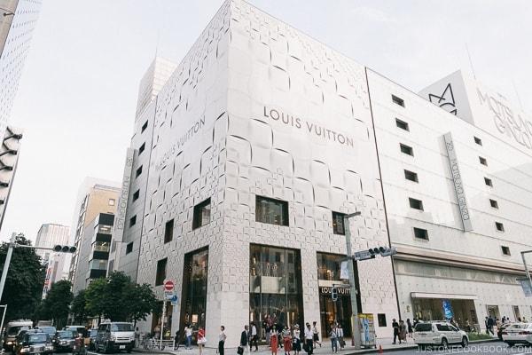 Louis Vuitton Ginza - Tokyo Ginza Travel Guide | www.justonecookbook.com