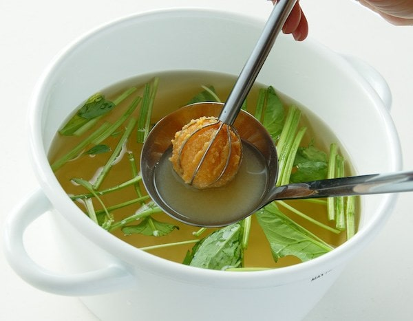 make miso soup with miso muddler from UCHICOOK
