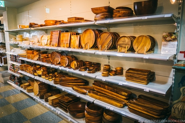 wooden plate and bowls - Tokyo Kappabashi Guide | www.justonecookbook.com