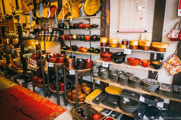 lacquerware and plates - Tokyo Kappabashi Guide | www.justonecookbook.com