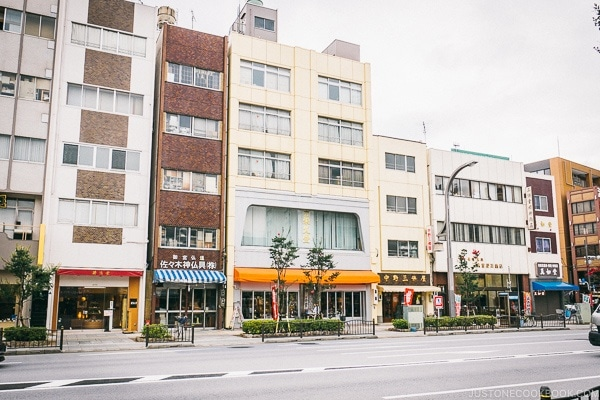 Buddhist Altar Shops - Tokyo Kappabashi Guide | www.justonecookbook.com