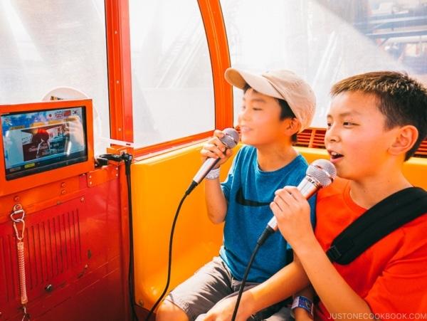 children singing in ferris wheel - Tokyo Dome City | www.justonecookbook.com