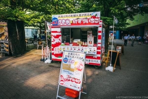 kakigori shaved ice stand - Tokyo Dome City | www.justonecookbook.com