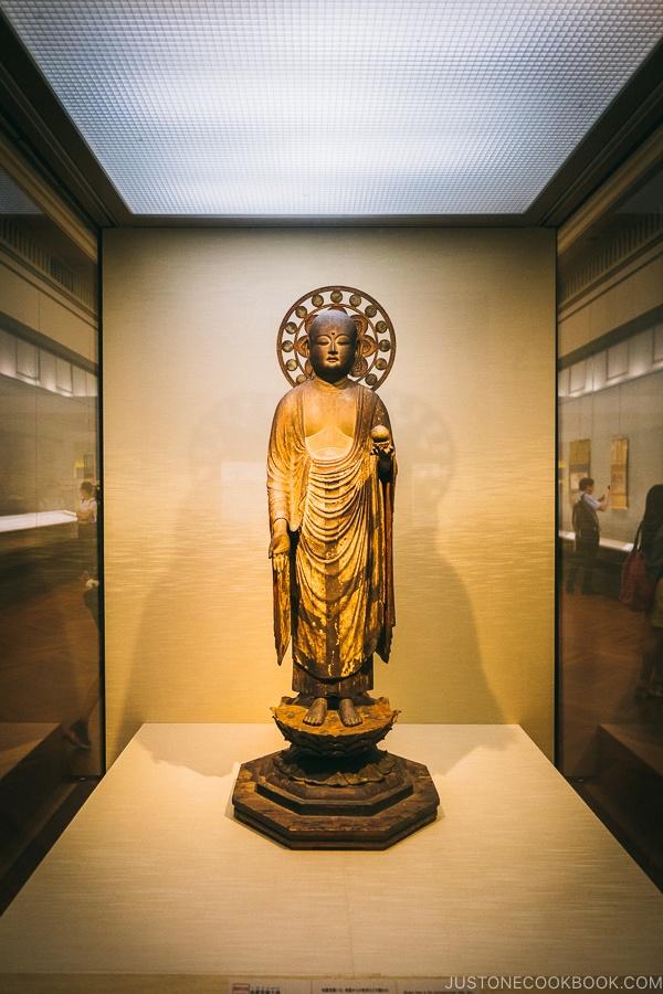 buddha statue - Tokyo National Museum Guide | www.justonecookbook.com