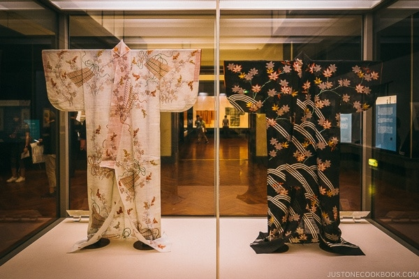 kimono on display - Tokyo National Museum Guide | www.justonecookbook.com