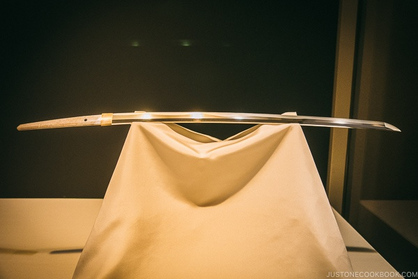 Japanese sword on display - Tokyo National Museum Guide | www.justonecookbook.com