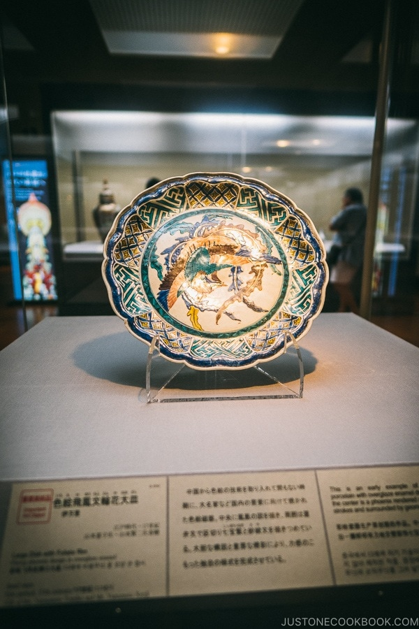large antique plate on display - Tokyo National Museum Guide | www.justonecookbook.com