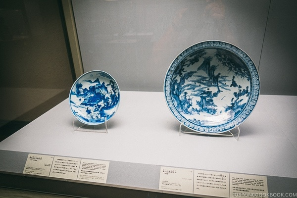 antique plates on display - Tokyo National Museum Guide | www.justonecookbook.com