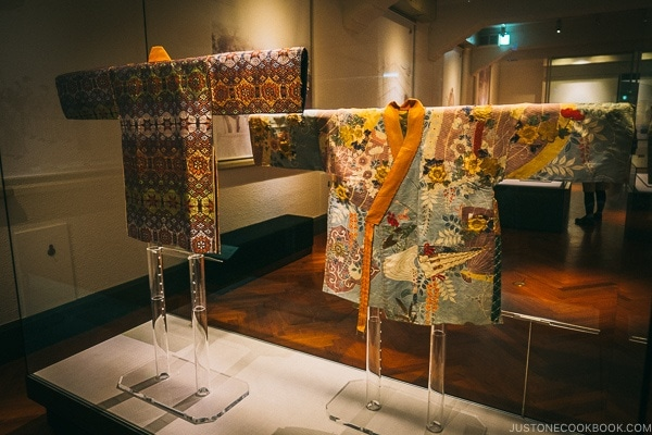antique traditional clothing - Tokyo National Museum Guide | www.justonecookbook.com