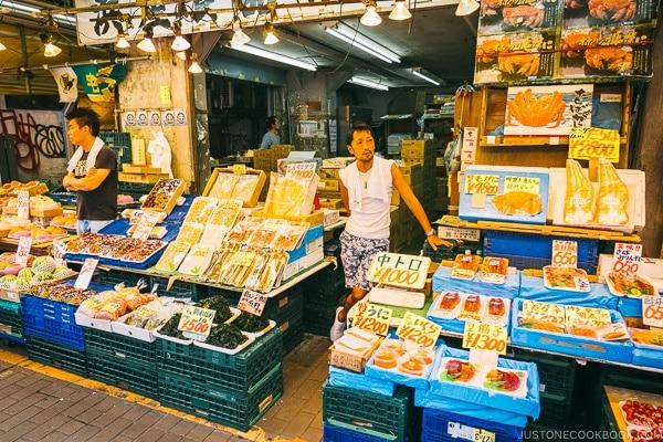 seafood vendor at Ameyayokocho - Tokyo Ueno Travel Guide | www.justonecookbook.com