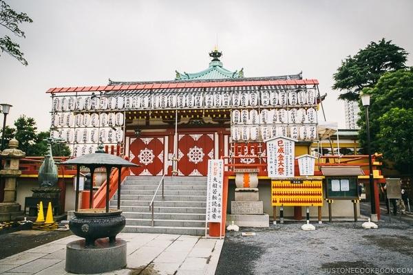 Shinobazunoike Bentendo - Tokyo Ueno Travel Guide | www.justonecookbook.com