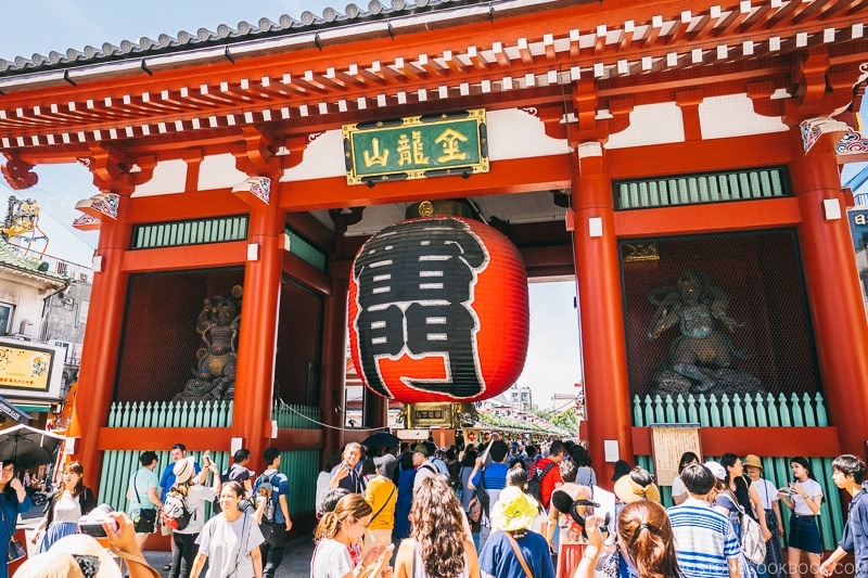 Kaminarimon Gate - Tokyo Asakusa Travel Guide | www.justonecookbook.com