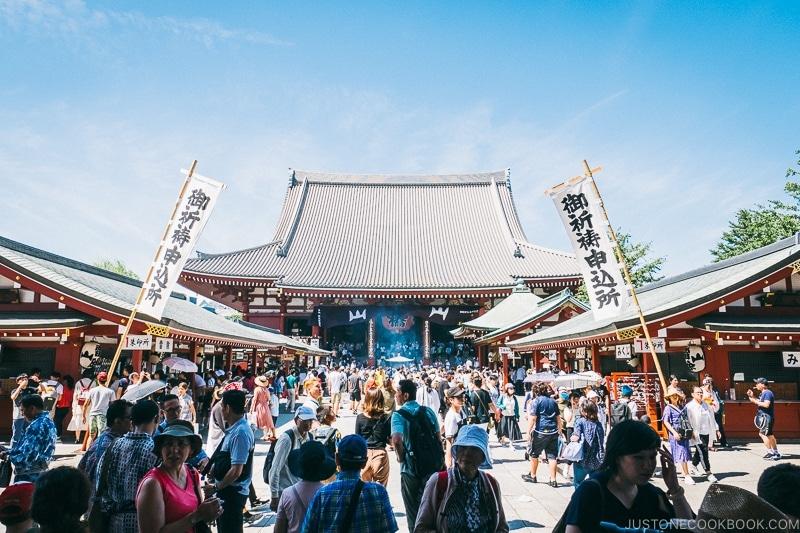 Sensō-ji temple - Tokyo Asakusa Travel Guide | www.justonecookbook.com