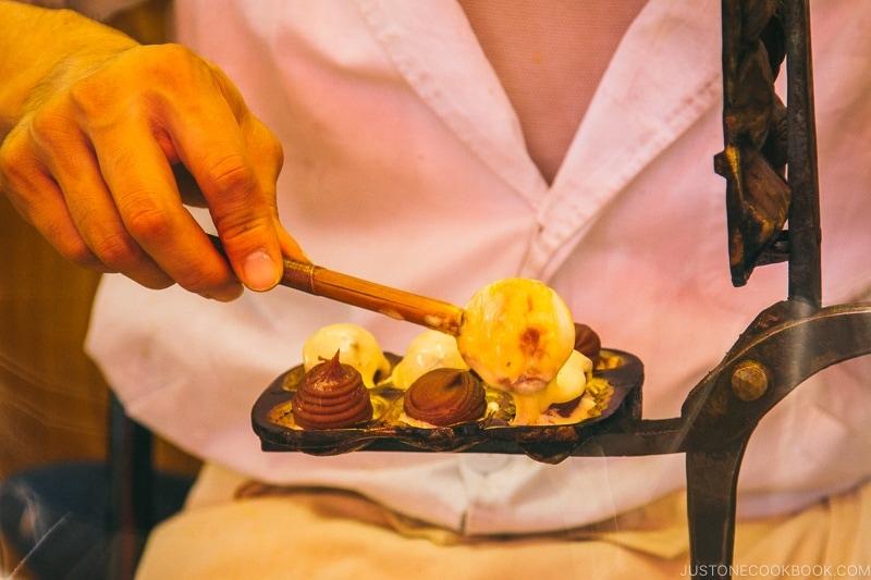 man making Ningyōyaki by hand - Tokyo Asakusa Travel Guide | www.justonecookbook.com