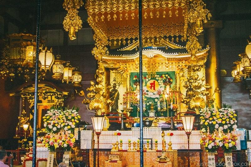 Kannon altar inside Sensoji temple - Tokyo Asakusa Travel Guide | www.justonecookbook.com