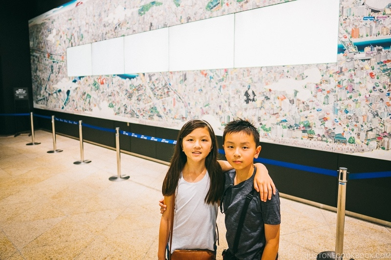 children in front of large wall art - Tokyo Skytree Guide | www.justonecookbook.com