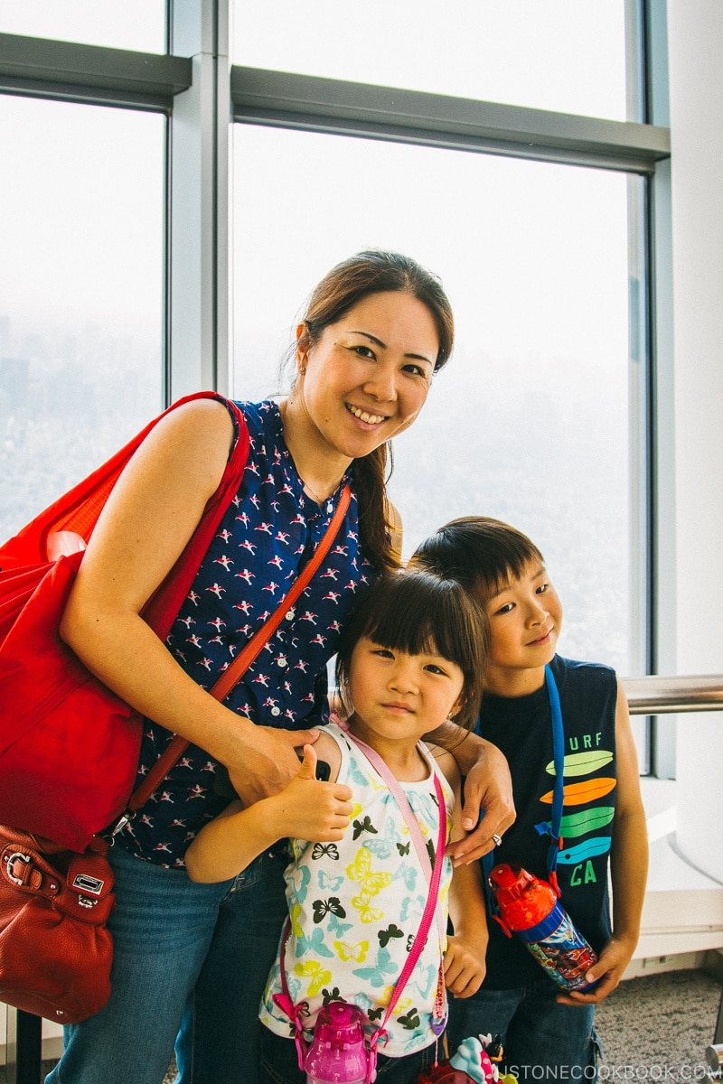 Woman with children at Tokyo Skytree - Tokyo Skytree Guide | www.justonecookbook.com