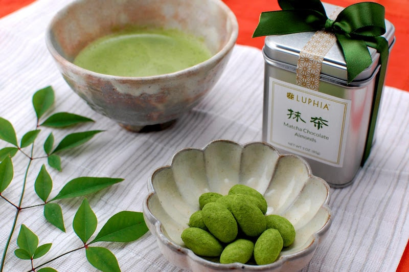 Matcha Chocolate Almonds from Luphia Sweets